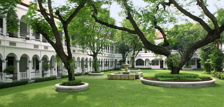 Hotel Majapahit (surabaya) garden/courtyard.. A beautiful