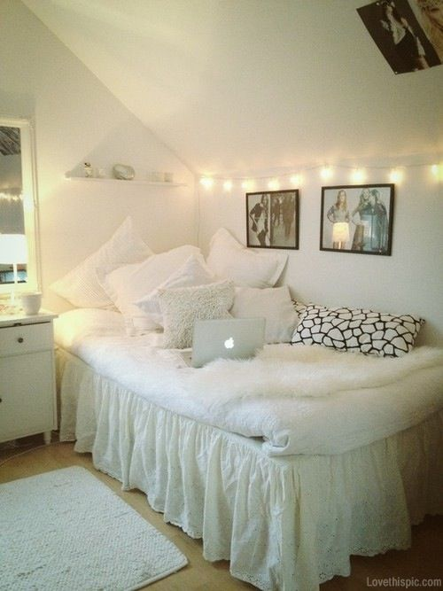 attic room #white #lights #decor