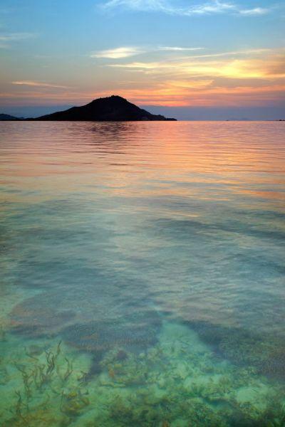 Sunset at Kanawa Island, Indonesia | Richard Susanto, via ...