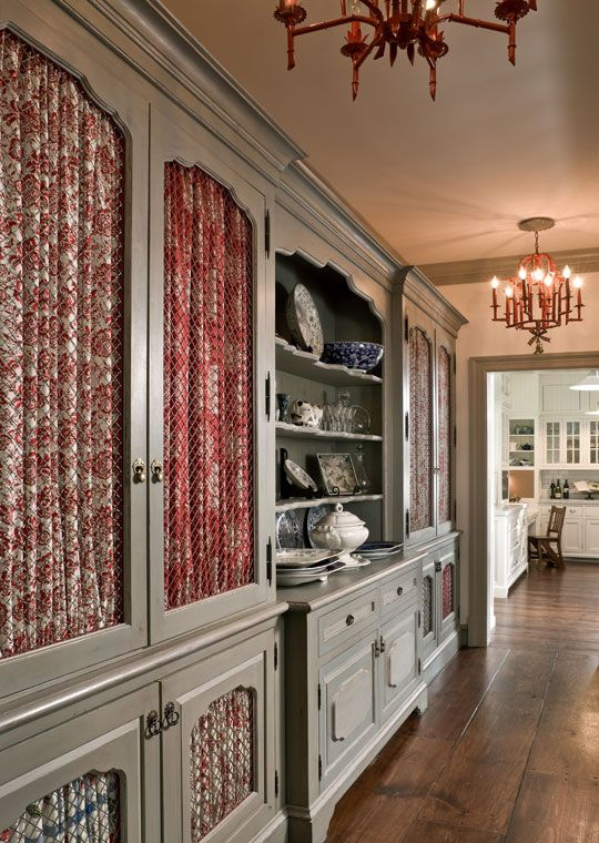 Each front in this butler's pantry features a