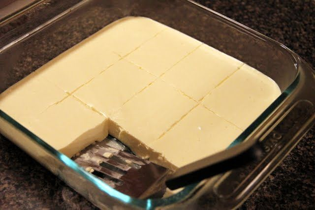 Low-Carb Lemon Cheesecake Squares 1 cup water 1 box lemon gelatin 2 boxes cream cheese 1 tablespoon lemon juice