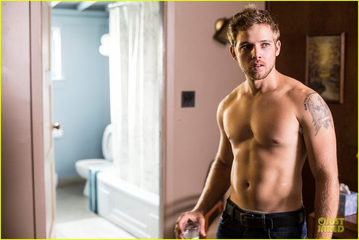 25 Best Ideas About Max Thieriot On Pinterest Bates Motel Watch Bates Motel And Serie Bates