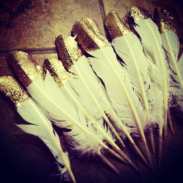 Dipped Glitter Feathers: ce