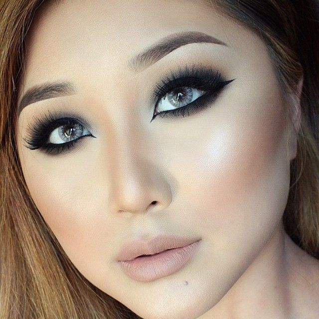 SENSUAL BEAUTY LENSES Model Is Wearing Desio Creamy