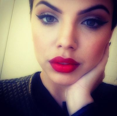 cat eye liner and red lipstick