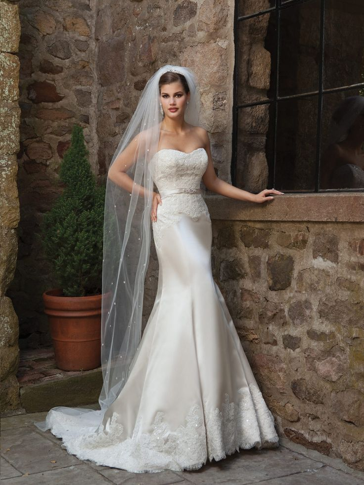 Trumpet / mermaid satin sleeveless bridal gown