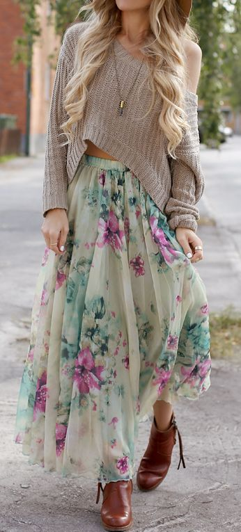 This look is great, in all its jaggedness, in all its faded colors, in all its loose fitting; I think Im in love.