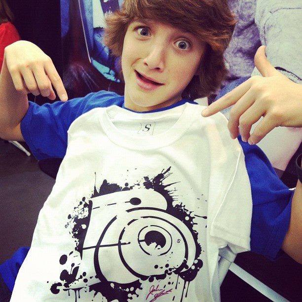 Jake Short showing off his Limited Edition Tshirt
