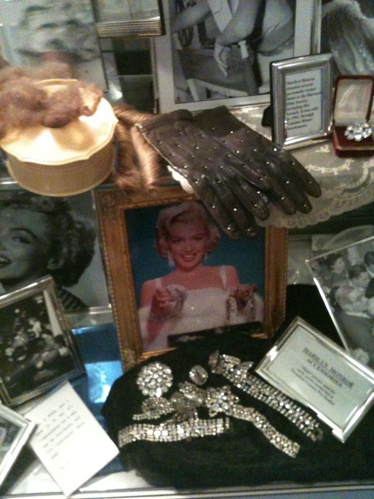 Marilyn Monroes Personal Items Displayed In A Hollywood