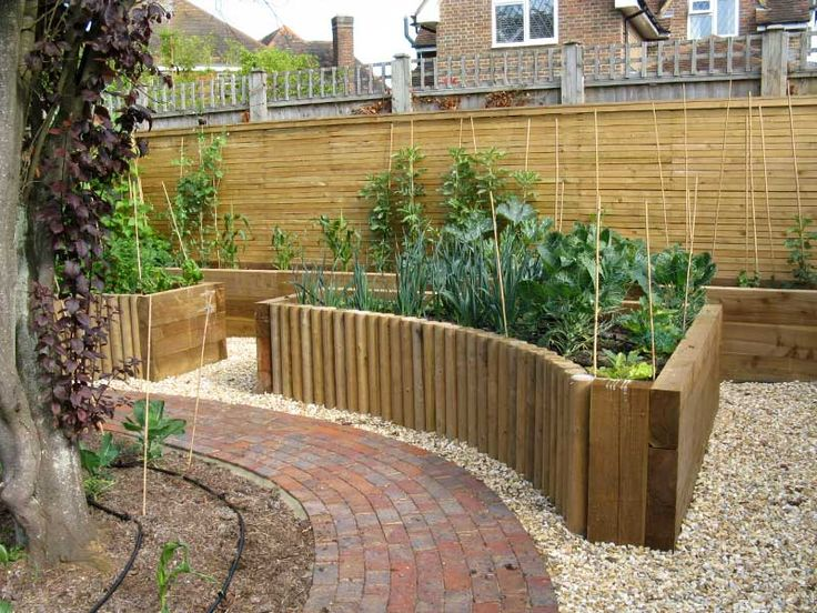curved raised garden bed http//www.matthewtree.co.uk