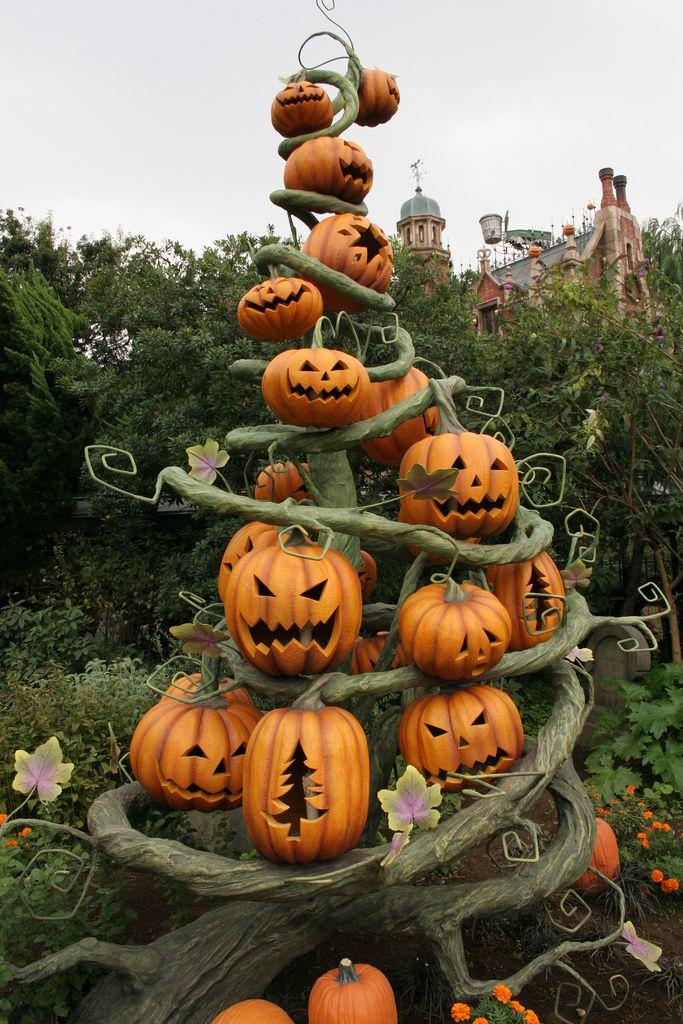 "Tokyo Disneyland Halloween 2005 ""Tricks or treats"