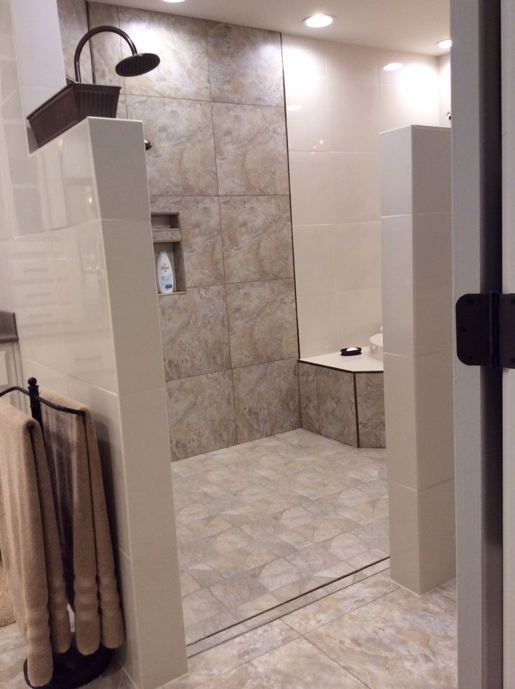Walk In Shower And Tub Area No Door To Clean Loving It