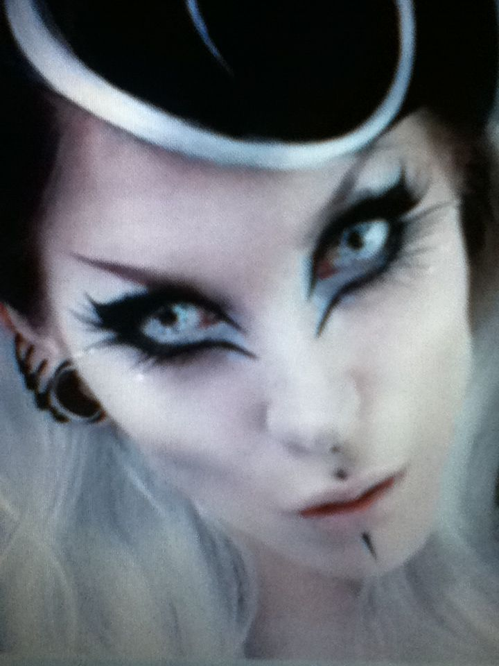 Pretty Gothic Makeup Halloween Makeup Pinterest Gothic Makeup Magenta And Gothic