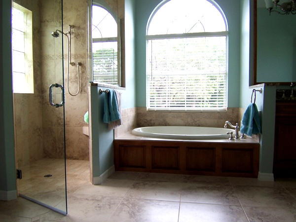Garden Tub With Half Solid Half Glass Wall Between Tub And