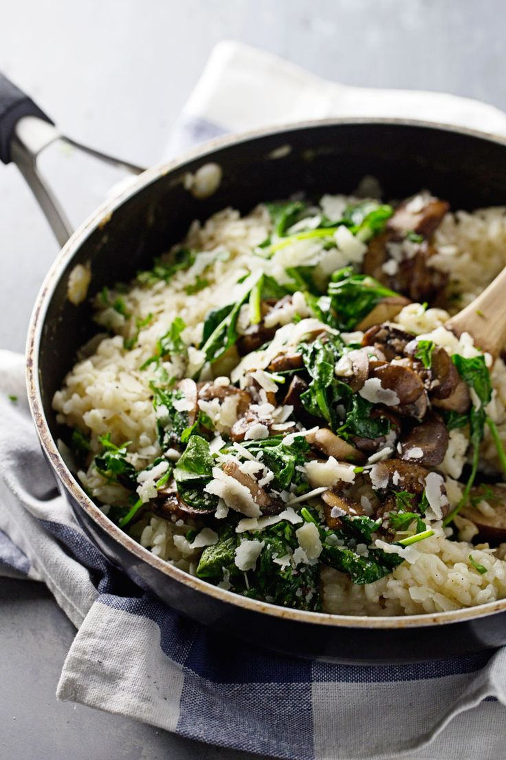 Garlic Butter Mushroom Risotto – A quick and easy weeknight meal! White wine, garlic, mushrooms, butter, spinach, and creamy