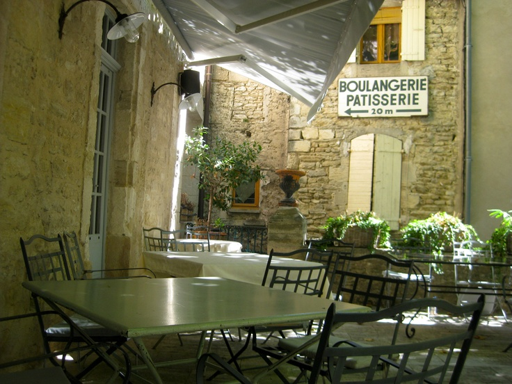 The filming location for Fanny's Café in 'A Good Year