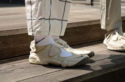 靴下とナイキエアリフト