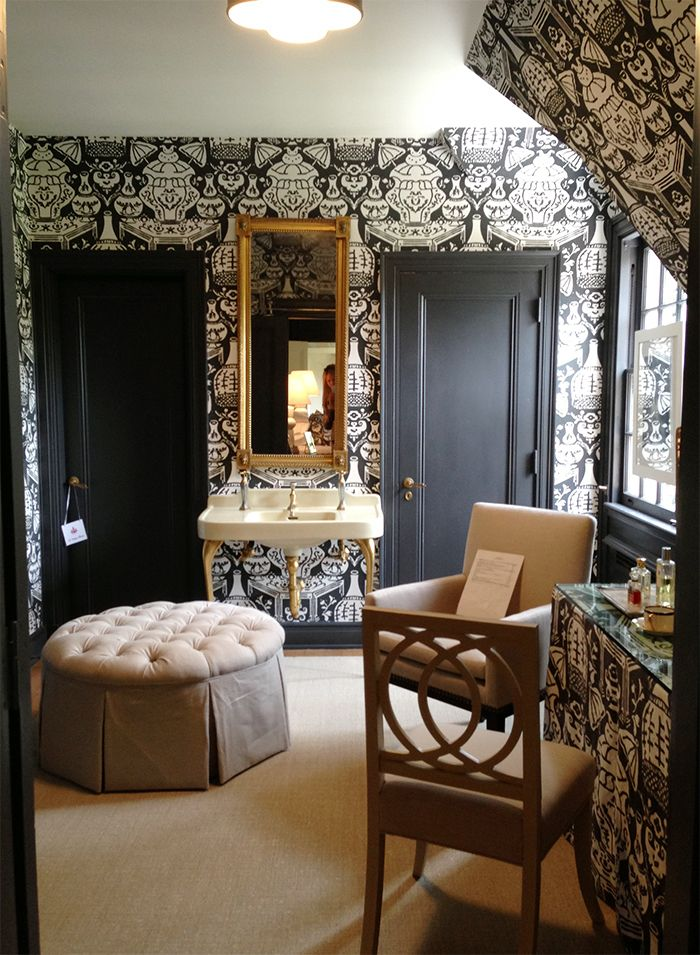 Clarence House The Vase Wallpaper Black And Chinoiserie