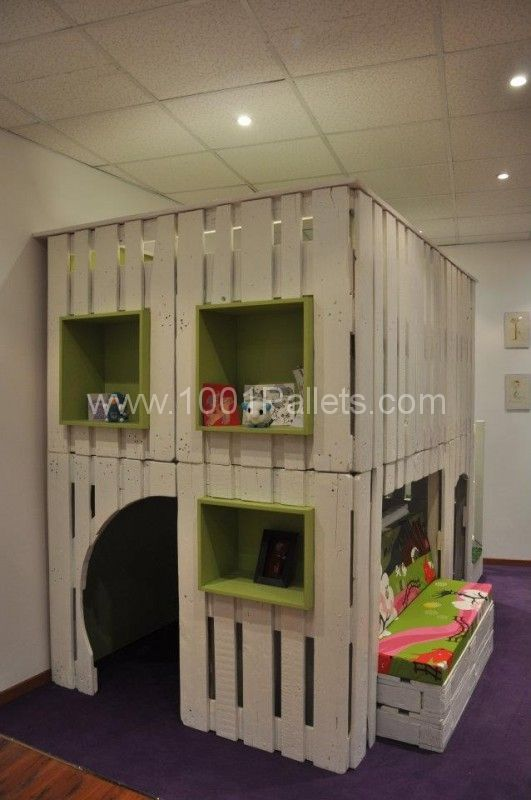kid house from pallets9 531×800 DIY: Pallet kid house project in pallet bedroom