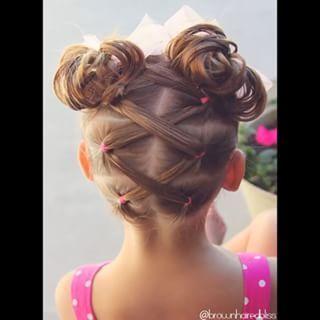 •• V I D E O •• Elastics that kris-kross into messy bun pigtails • PRESS ▶️ •• @peinadosvideos #peinadosvideos