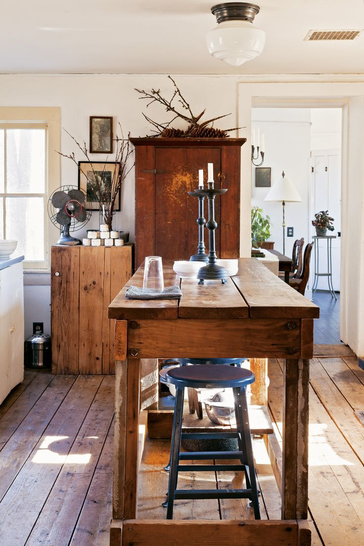 Comfy & rustic kitchen with a simple but charming kitchen