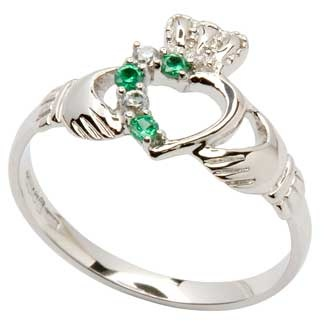 claddagh ring…pretty