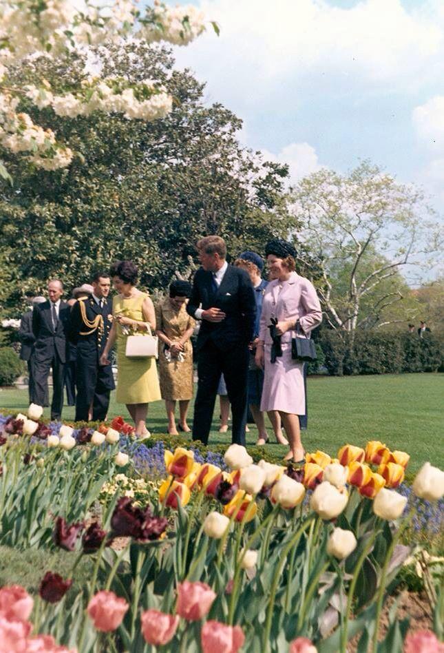 1963. 18 Avril. JFK et Béatrix de Hollande. White House