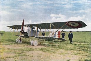 The First World War was the first time air warfare had played a role in combat and this picture of French warplane, Caudron G3, was captured by a photographer in 1914:
