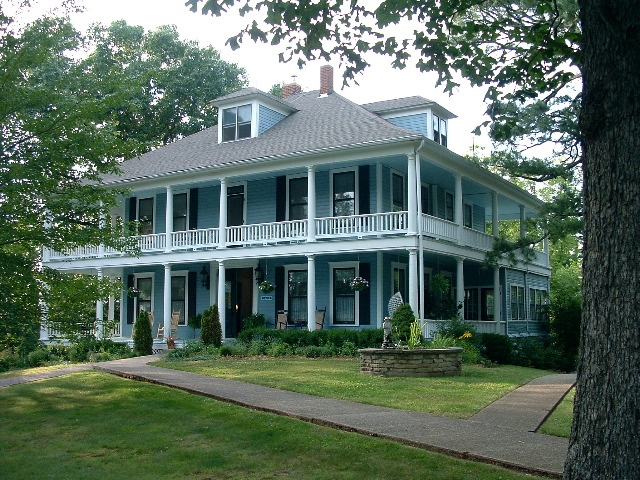 Plantation style houses All Things Southern Pinterest