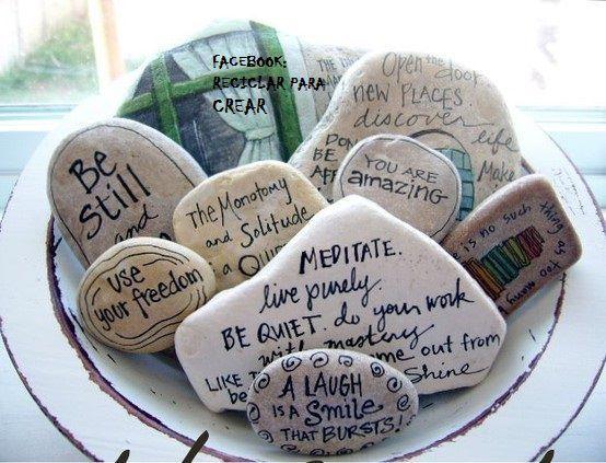 Piedras con mensajes positivos para decorar.