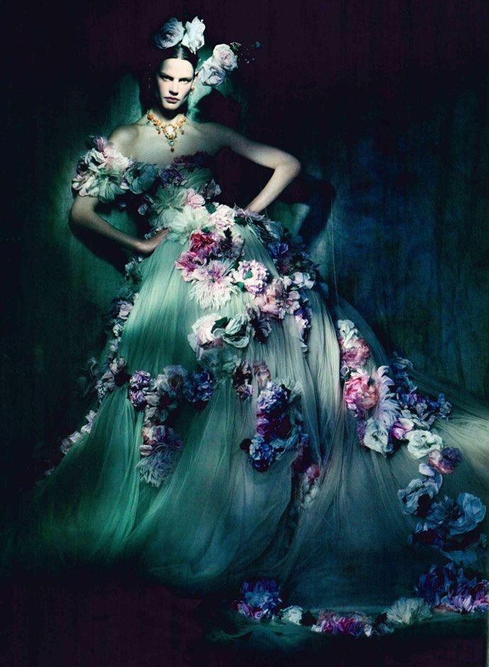 dolce and gabbana alta moda dress vogue unique march 2014 2 by paolo roversi Dolce Gabbana na Mídia   [Capas+Editoriais]