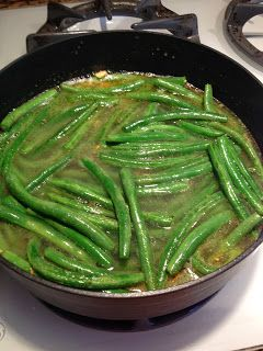 The Most Delicious Way to Cook Green Beans – side dish recipe with chicken broth, olive oil, garlic and