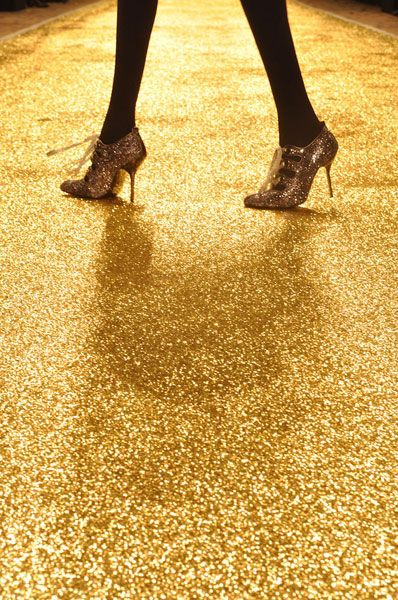 """A gold floor is amazing, whoa feels very luxury and """"New Year's Eve""""!:"""