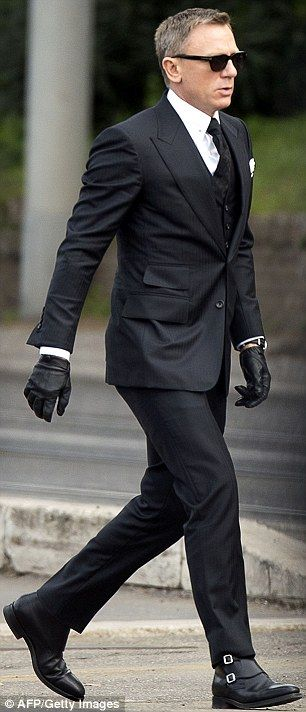 Slick: Once again, the British actor stepped out in dapper style as he got into character …♔ Style 2