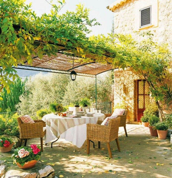 Dining under an Italian pergola Wicker and upholstery