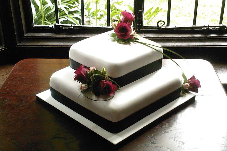2-Tier-Square-Stacked-Wedding-Cake-Black-White-Cerise