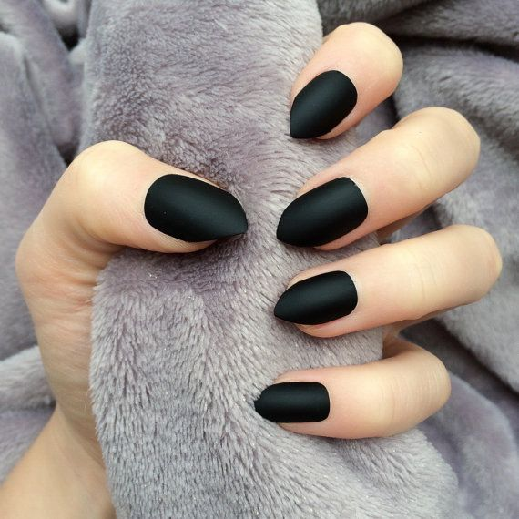 Doobys short Stiletto Nails – Matte Black – 24 Claw Point False Nails