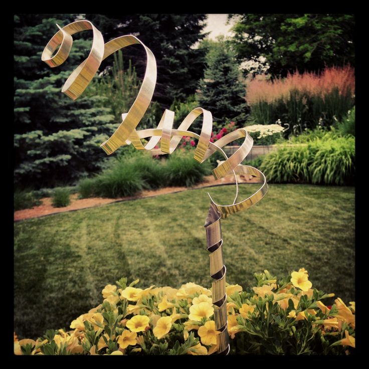 DIY yard art. Made with my dad. Sheet of metal and tin