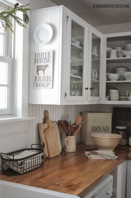 If you have always loved the look of a farmhouse inspired kitchen but aren't ready to rip out your old (or new) cabinets and countertops, there is a way to add a few inexpensive elements that can give you the feel you want! Get 7 INEXPENSIVE tips to help give your kitchen a farmhouse feel!: