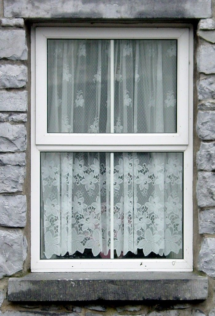 Irish Lace Curtains I Have Some Irish Linen Curtains With Crocheted Lace Edging PORTAS E