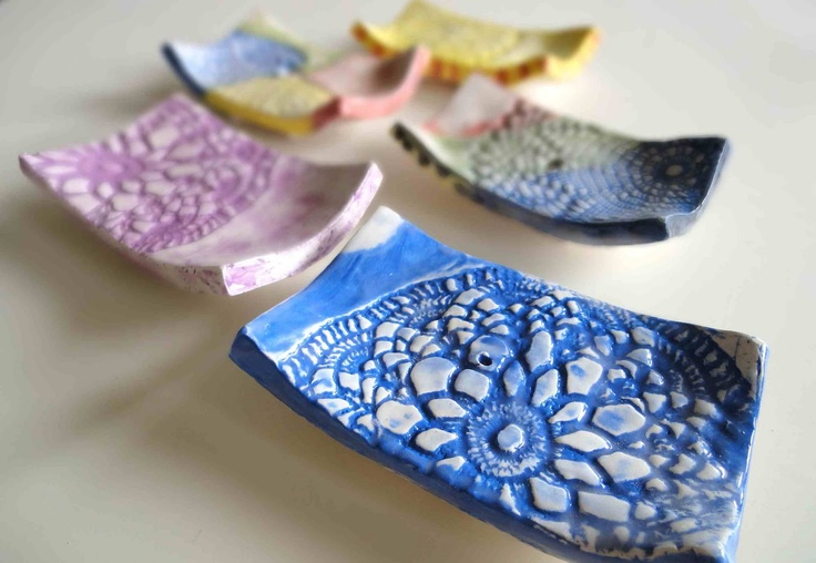 arteascuola The ceramic soap dish! Made using a doily for