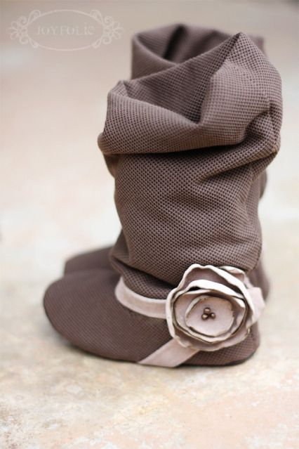 oh my cuteness! Slouchy soft baby boots @Alison Dreher — Miss Ella needs a pair like these!!