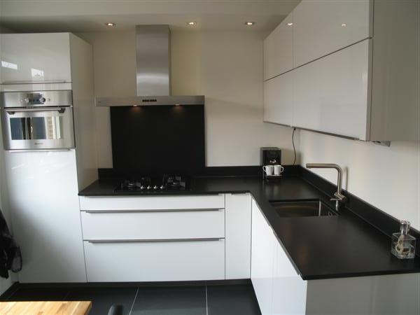 Moderne Hoogglans Keuken Met 2 Cm Composiet Werkblad