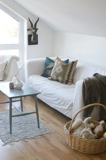 Simple Living Room I Like The Shabby Rug Small Coffee