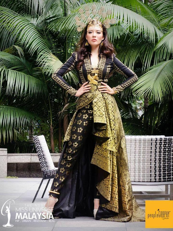 "Syomir Izwa's ""Puteri Perak"" costume for the Miss Universe"