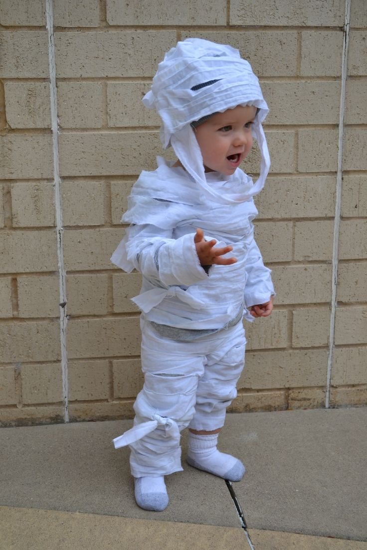 How To Make An Easy, NoSew, Child's Mummy Costume