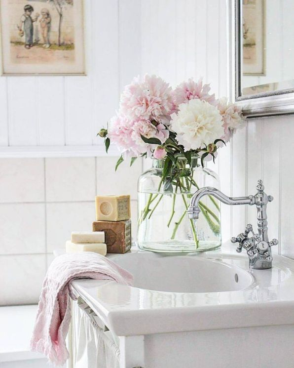 The 8 Most Inexpensive Ways to Make Your Bathroom Look Expensive