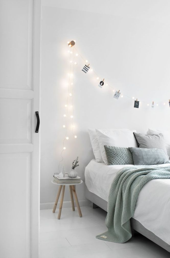 Diffe Ways To Style Photos In Your Bedroom Roomed Minimal Decor Bedroomwhite