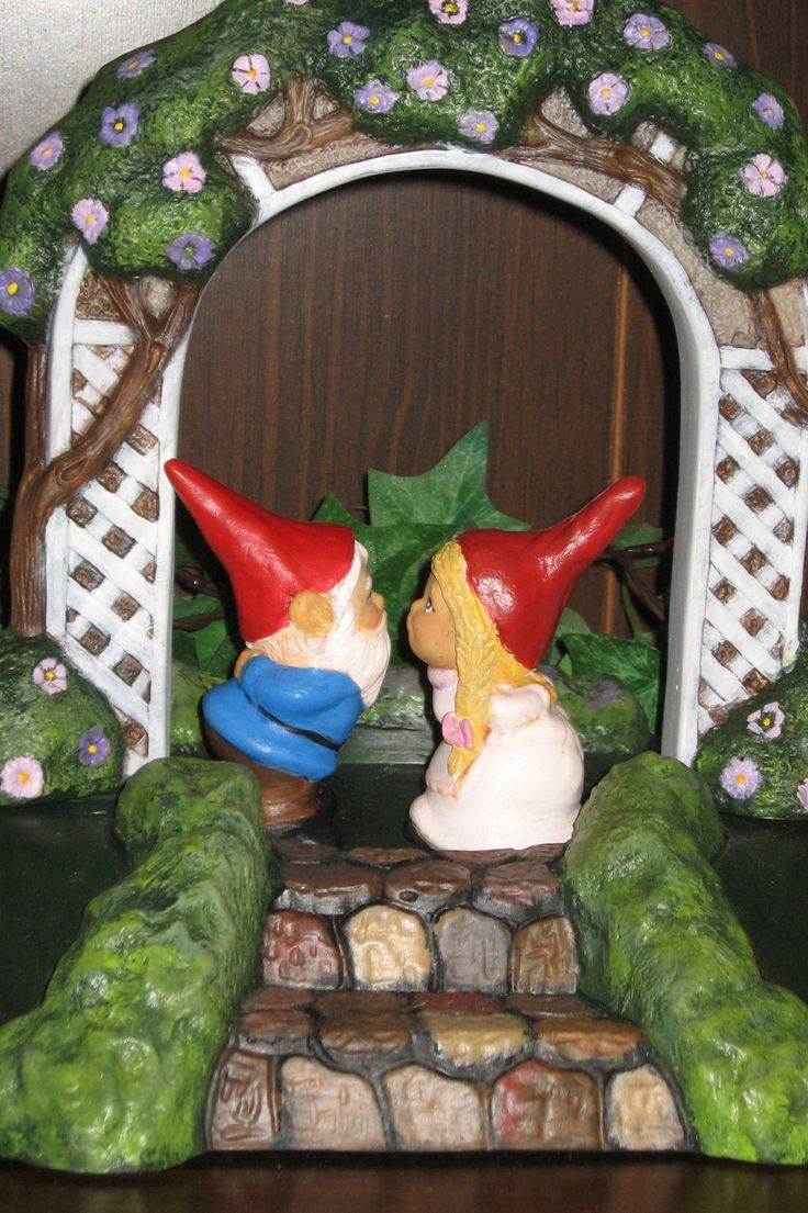 Wedding Gnomes Kissing Gnome Gnomelyweds