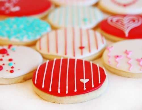 cute decorations on valentines cookies. i like the striped ones with the little